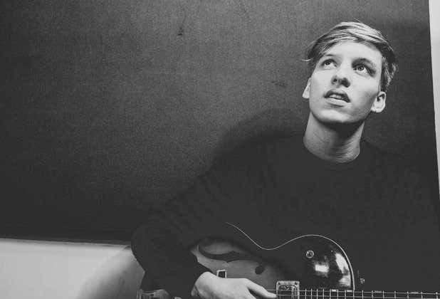rsz_george_ezra_04_hi_please_credit_robert_blackham
